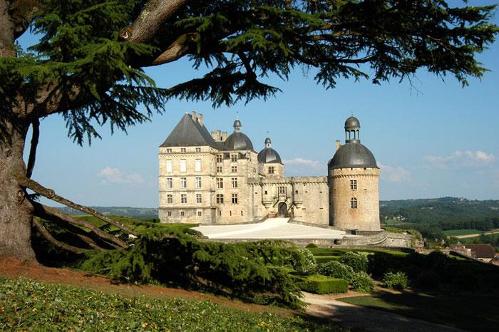 Vue du château de Hautefort